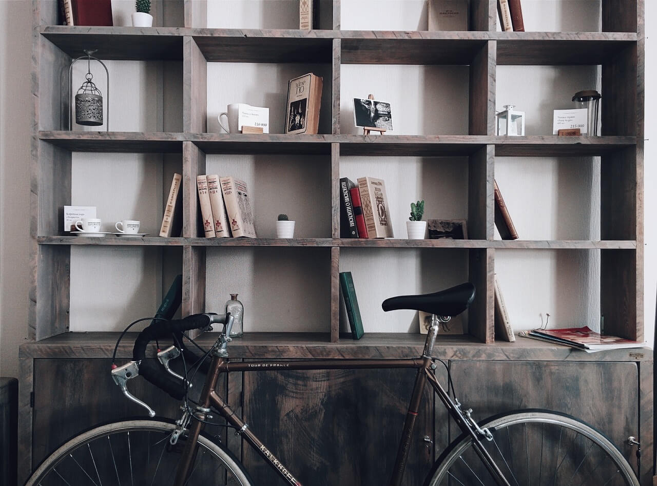 Rollentrainer mit Fahrrad zu Hause